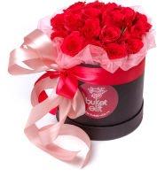 """Красные розы в шляпной коробке """"Атлантида"""""""