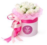 "Шляпная коробка с белыми розами ""Белый плен"""