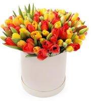 """101 тюльпан в шляпной коробке """"Атласная вышивка"""""""