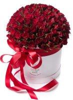 """Букет из 101 алой розы в шляпной коробке """"Венера"""""""